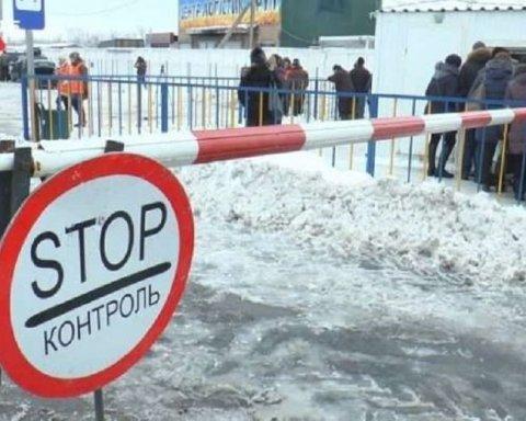 """Не дочекалася: жінка померла прямо на пункті пропуску бойовиків """"ДНР"""""""