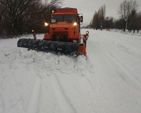 Снегопады в Украине: появились кадры последствий непогоды