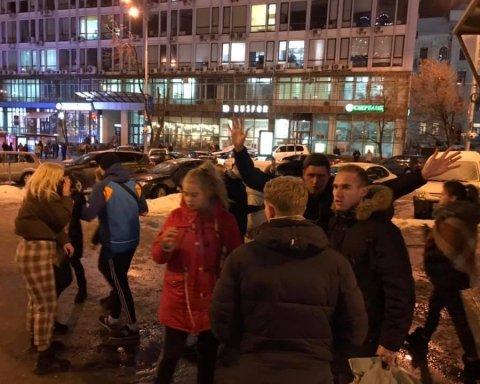 Жорстоке побиття чоловіка підлітками у Києві: у мережі впізнали нападниць