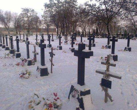 """На окупованому Донбасі """"зростає"""" кладовище бойовиків: опубліковано фото"""