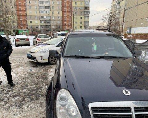 В Киеве обстреляли автомобиль соратников кандидата в президенты: фото и подробности