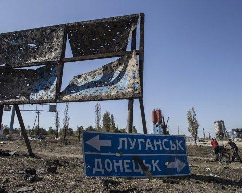 """На окупованому Донбасі з'явився український """"прапор"""": фото """"диверсії"""""""