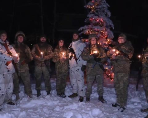 Листівка з передової: воїни ЗСУ записали зворушливе привітання з Різдвом для українців