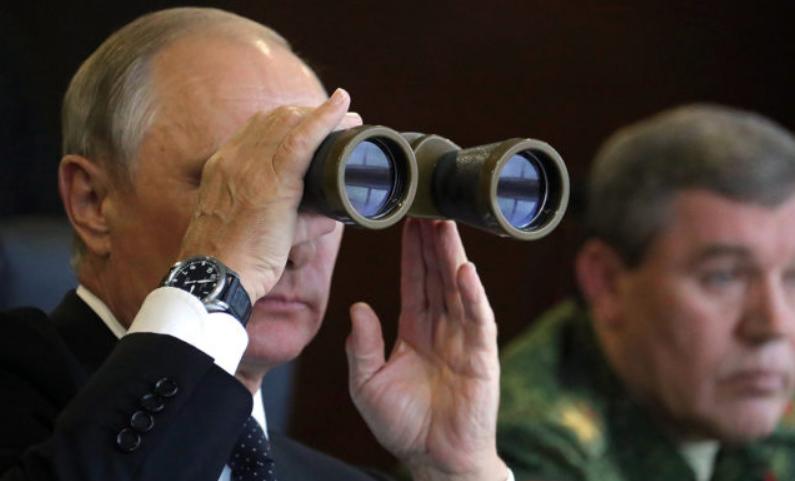 »Бабель»: На границе с Украиной десятки тысяч российских солдат и много техники. Это третья мировая? Почему сейчас? Что вообще происходит?