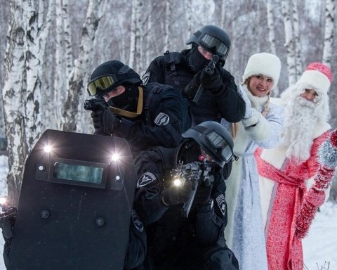 Дід Мороз з ОМОНом: у мережі на фото показали всю суть Росії