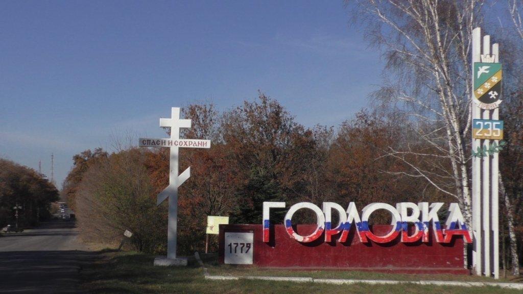 На Донбассе обрушилось здание завода, под руинами ищут людей: детали с места ЧП