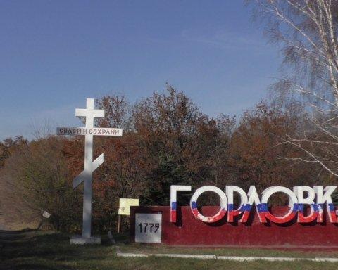 На Донбасі обвалилася будівля заводу, під руїнами шукають людей: деталі з місця НП