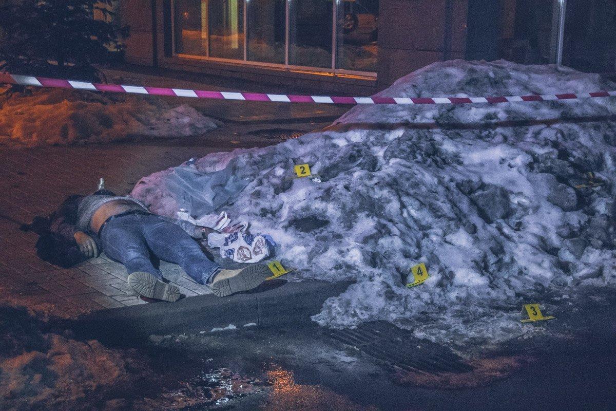 У центрі Києва жорстоко вбили чоловіка через сварку з любителем собак: деталі та кадри з місця НП