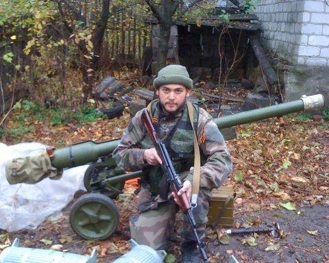 """Воював у Сирії та за """"ДНР"""": з'явилися цікаві факти про бойовика, що протестує у Парижі"""