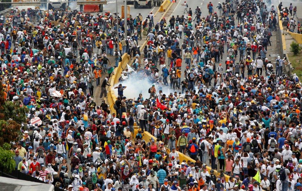 Протести у Венесуелі: розстріл мітингувальників потрапив на відео