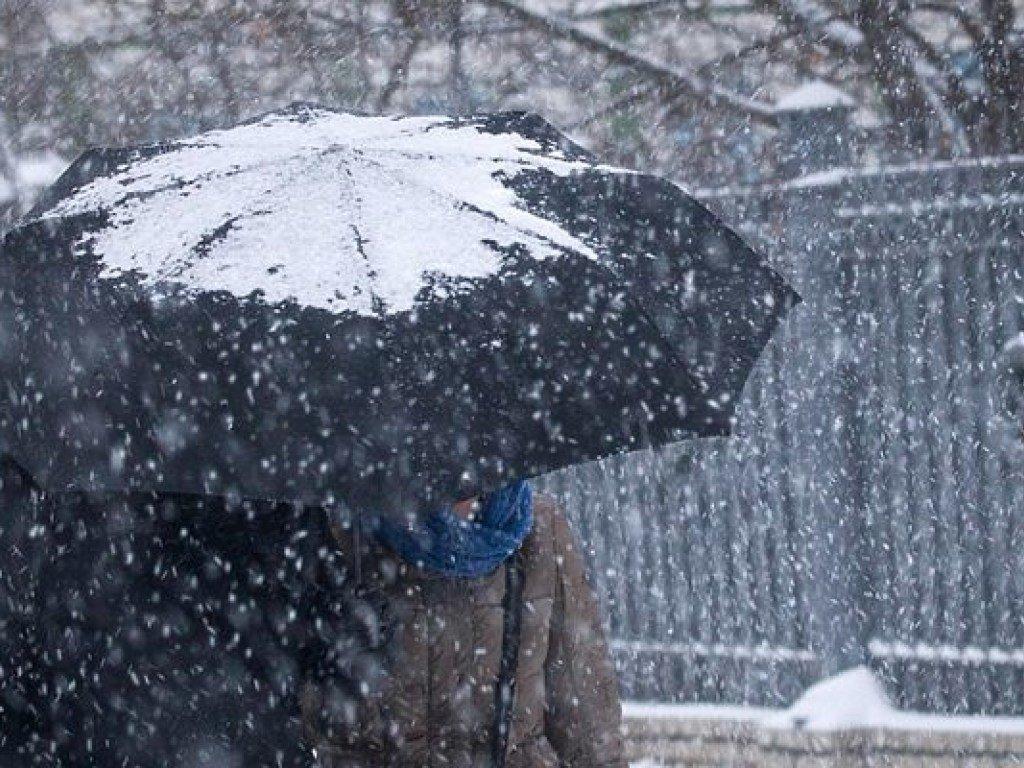 Сложная погода и осадки: какие области засыплет снегом и дождем