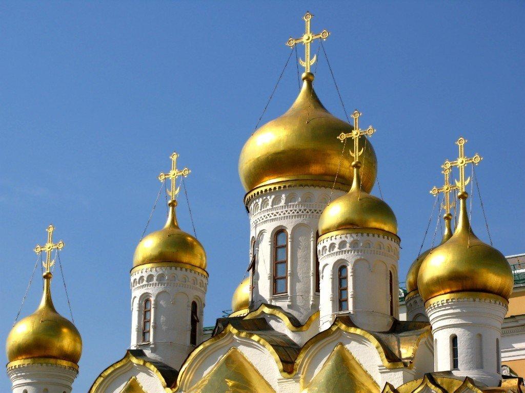 Стало известно, когда в Украину привезут томос