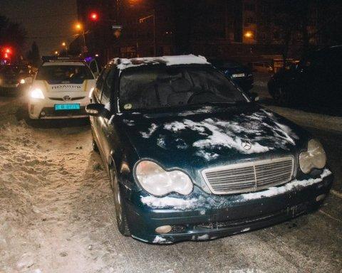 В Киеве пьяный мужчина угнал авто и устроил гонки с полицией: фото