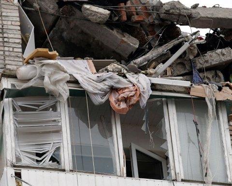 Смертельний обвал будинку у РФ: з'явилися моторошні кадри з місця трагедії