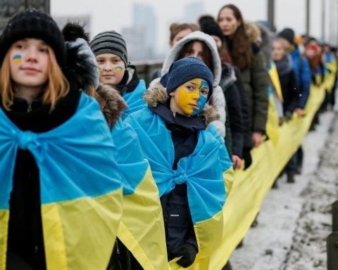 День Соборности: два берега Днепра соединили «живой» цепью в Киеве
