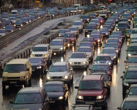 Киев парализовали многокилометровые пробки из-за непогоды: где не проехать