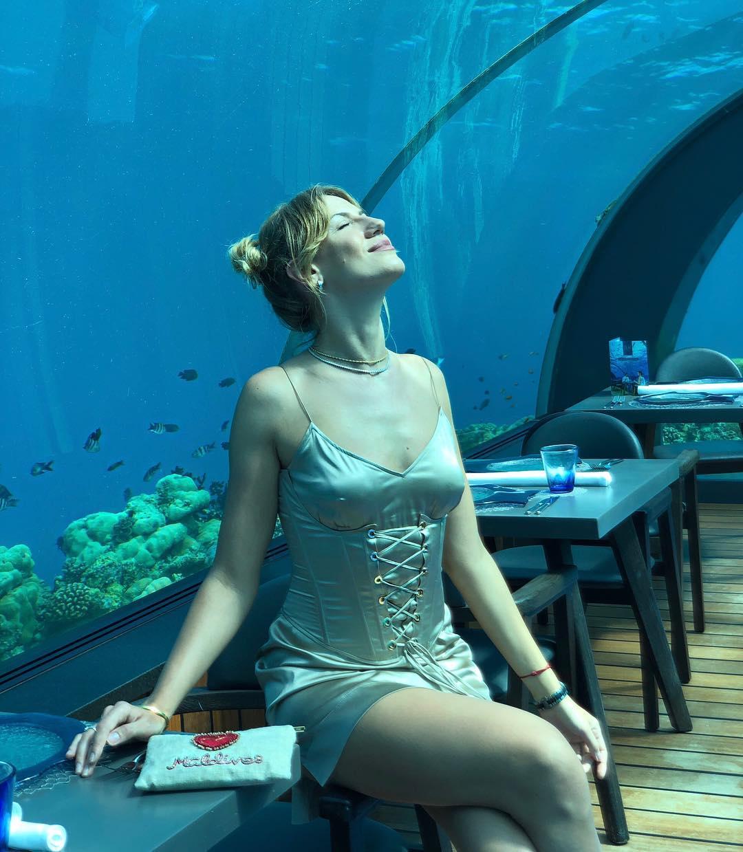 Леся Нікітюк повечеряла під водою: з'явилися фото