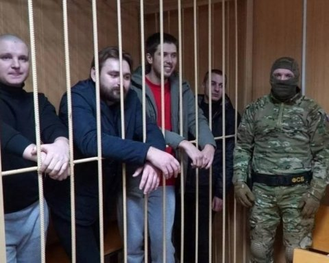 Матусю, все добре: з'явилося потужне відео із судилища над українськими моряками