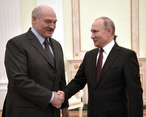 Лукашенко помогает Путину с Крымом: как это происходит