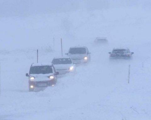 Сусідку України засипало метровим шаром снігу: яскраві кадри