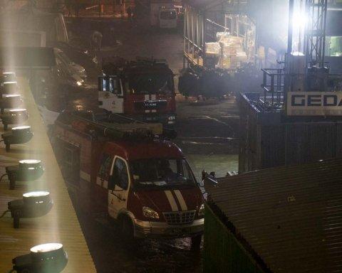 В центре Киева вспыхнул мощный пожар: подробности и кадры с места