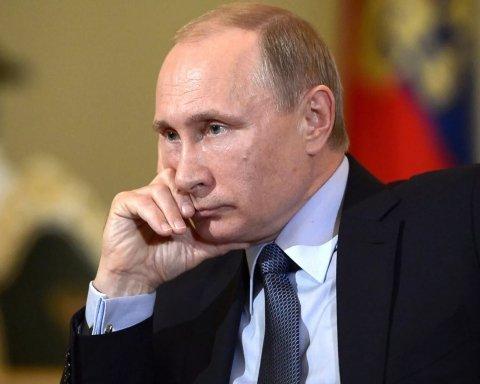 """У Росії знову """"поховали"""" Путіна: опубліковано фото"""