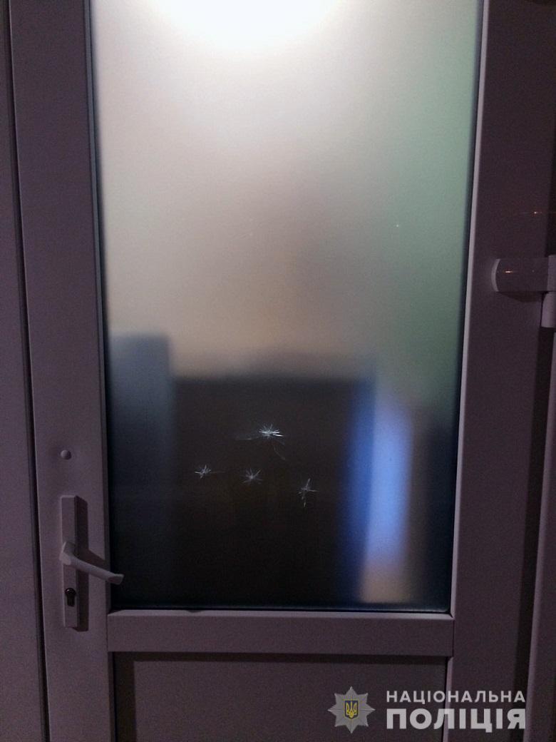 Неизвестный напал на школу в Киеве и устроил стрельбу: копы сообщили детали ЧП