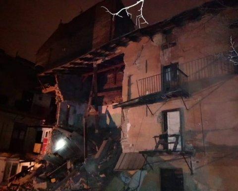 У центрі Львова обвалився житловий будинок: подробиці та кадри з місця
