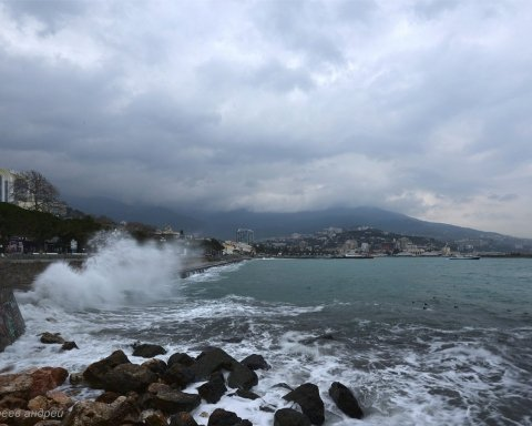 В окупованому Криму сталася екологічна катастрофа: все потрапило на фото