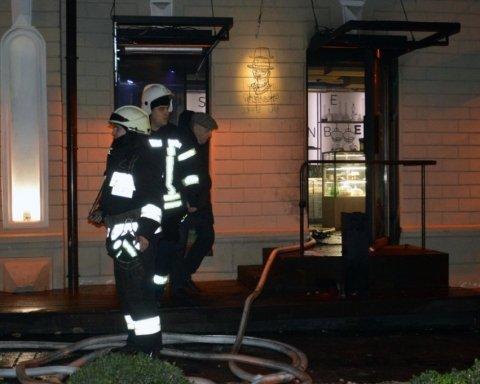 В Днепре подожгли кафе с посетителями, есть пострадавшие: появилось видео нападения