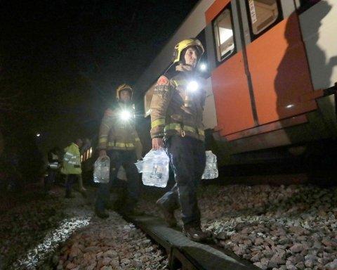 В Іспанії зіткнулись пасажирські потяги, є жертви: опубліковано відео