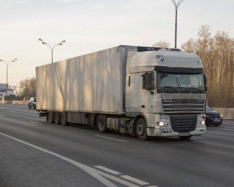 В России фура без водителя устроила жуткое ЧП: фото и видео
