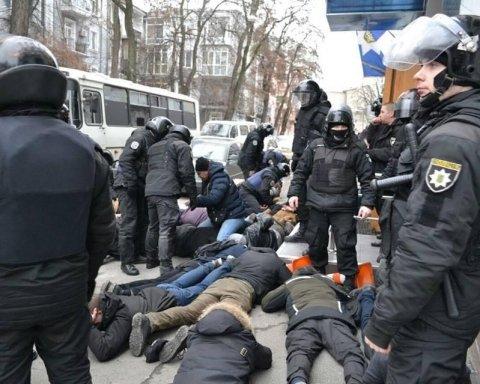 Знаємо, хто кричав про Бандеру: з'явились важливі дані про жорстке затримання активістів у Києві