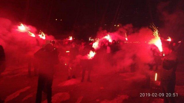 Дело Гандзюк: под домом Авакова устроили акцию с файерами и дымовыми шашками