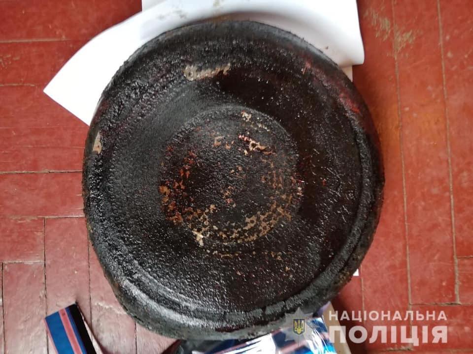 В Киеве подросток пытался убить младшую сестру: фото с места преступления
