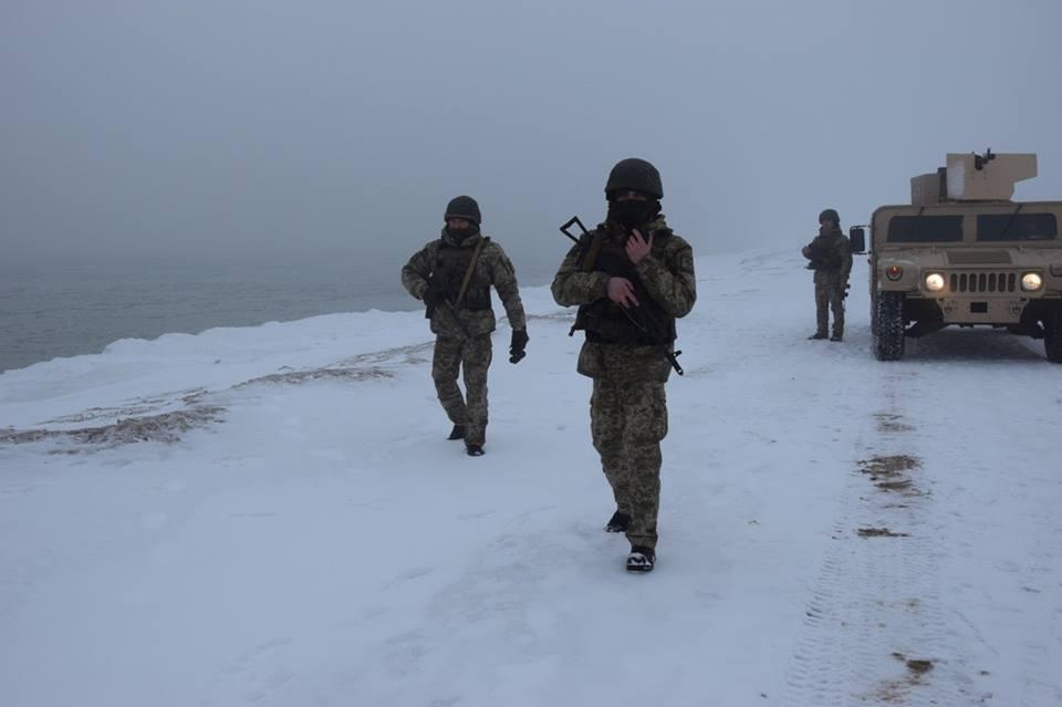 Как украинские бойцы защищают Азов от оккупантов: яркие кадры