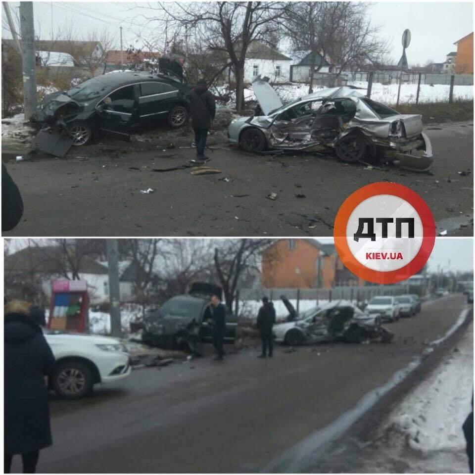 Під Києвом сталася смертельна ДТП: опубліковано фото з місця аварії