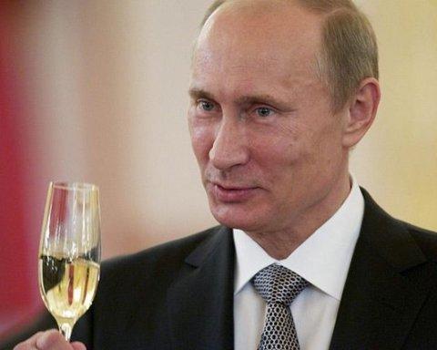 Боїться, що отруять: у мережу потрапило цікаве відео з Путіним