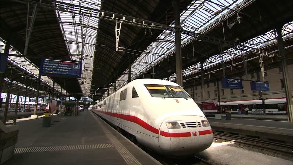 Потяг із сотнями пасажирів зійшов з рейок в Європі: подробиці та фото НП