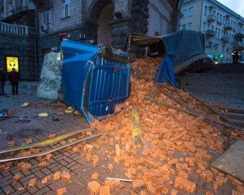 У центрі Києві сталася курйозна ДТП: кадри з місця