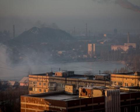 """Вибухи в центрі Донецька: бойовики знайшли """"винних"""" і показали нові фото"""