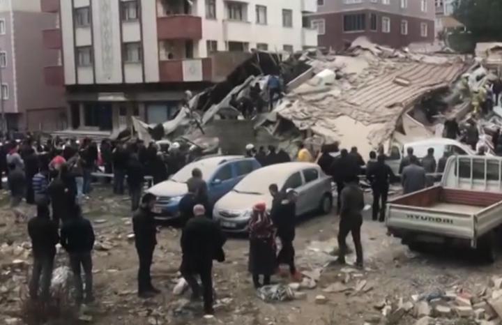 У Туреччині обвалилась багатоповерхівка, є жертви: опубліковано відео