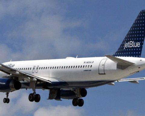 В США произошло страшное ЧП с самолетом из-за молнии