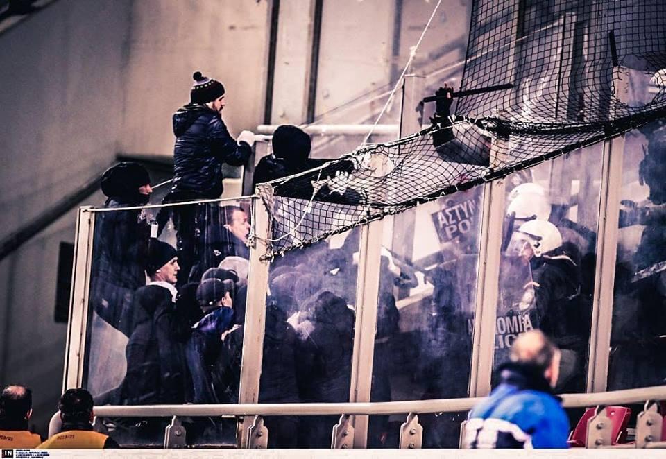Украинцев на матче Олимпиакос — Динамо жестко избила полиция: появилось видео