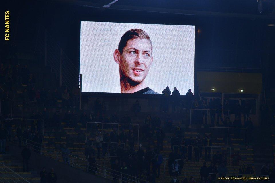 Авіакатастрофа над Ла-Маншем: сестра зниклого футболіста показала сумне фото