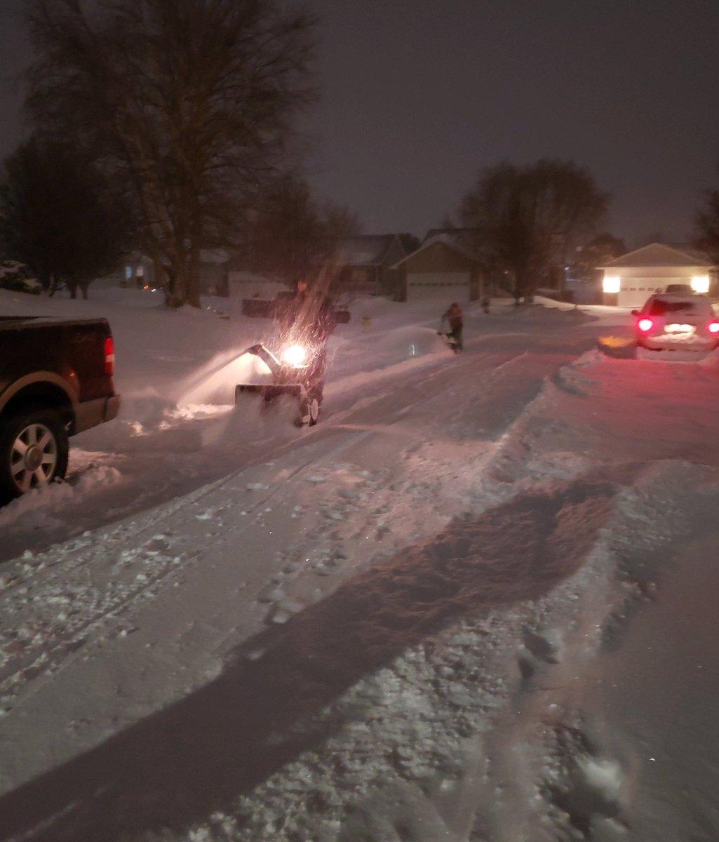 Крижане цунамі на Ніагарі і аварія з 70 авто: захоплюючі кадри сніжної бурі в Канаді