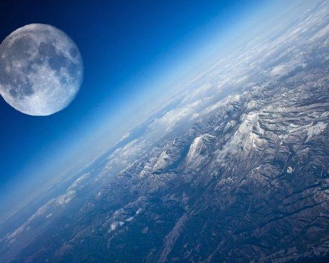 Зонд послал на Землю потрясающие «предсмертные» снимки Луны
