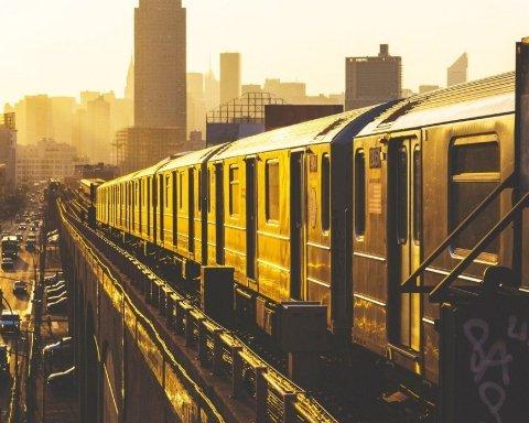 Поезд протаранил грузовик, много погибших: подробности трагедии в США