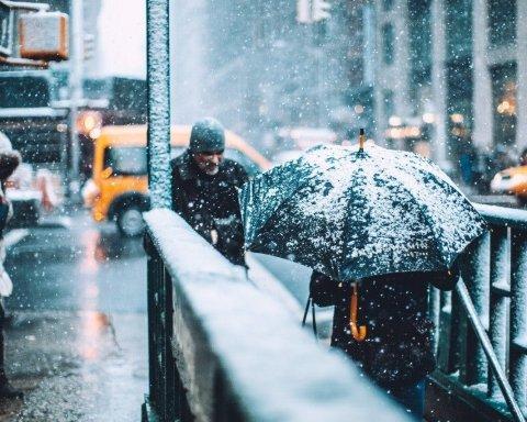 Киев засыпало снегом: появились яркие кадры