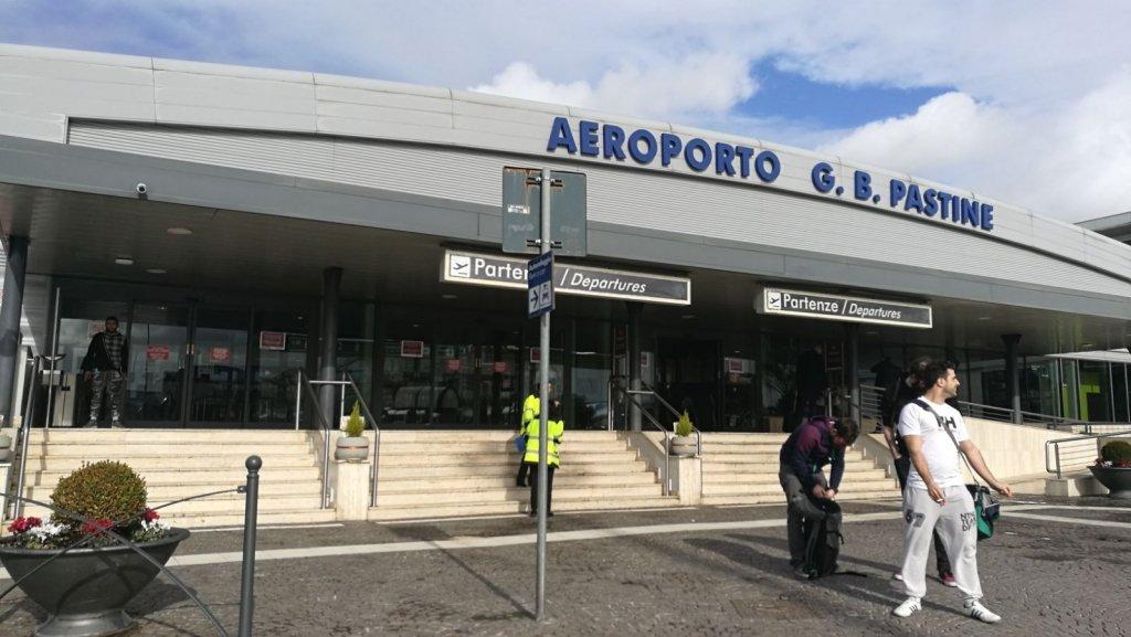 У центрі Європи спалахнув аеропорт, сотні рейсів скасовано: кадри з місця